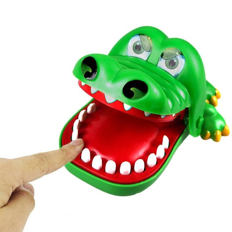 Krokodil met kiespijn groot